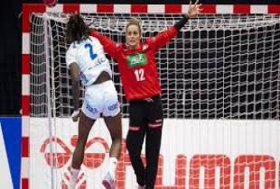 Handballschuss auf Tor
